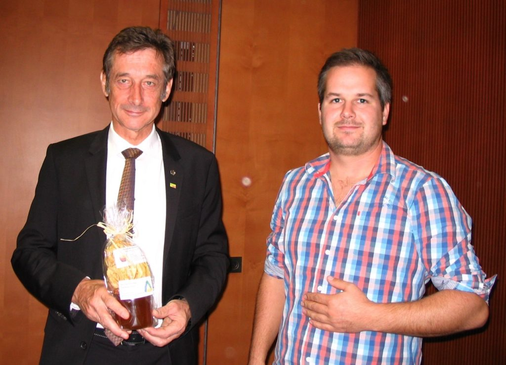MDB Dr. Hoffmann FDP und Vorstandsmitglied und jetzt aktuell der neue Vorsitzende der Obstregion Süd - Max Hagin.